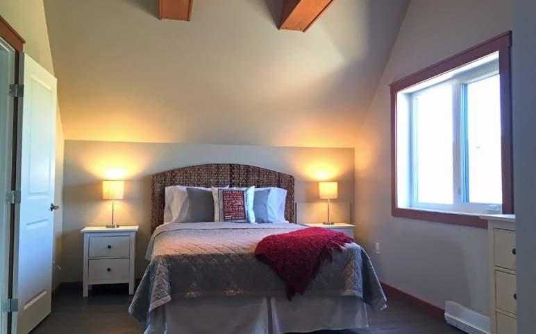 bedroom 2, 11.4' x 15.8'